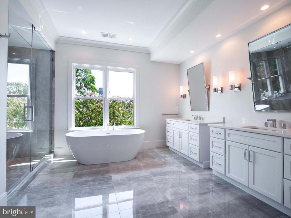 Primary spa bath - 635 FREDERICK ST SW, VIENNA
