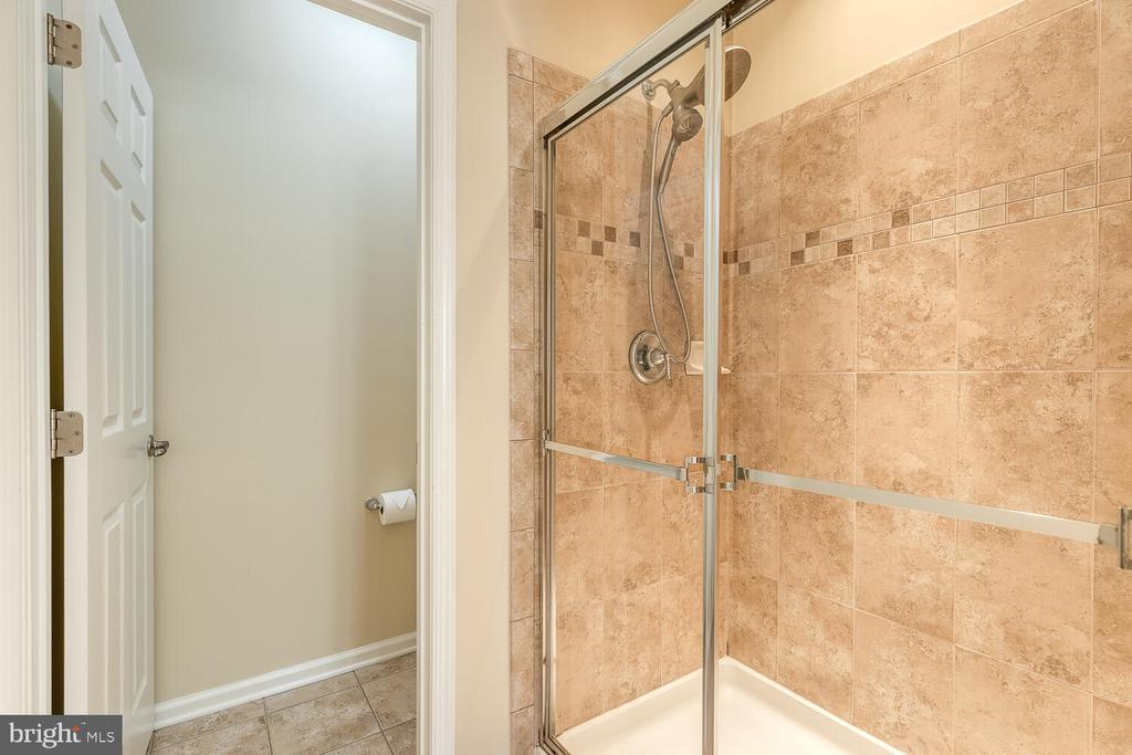 Upgrades in the  tile in primary bath - 2285 MERSEYSIDE DR, WOODBRIDGE