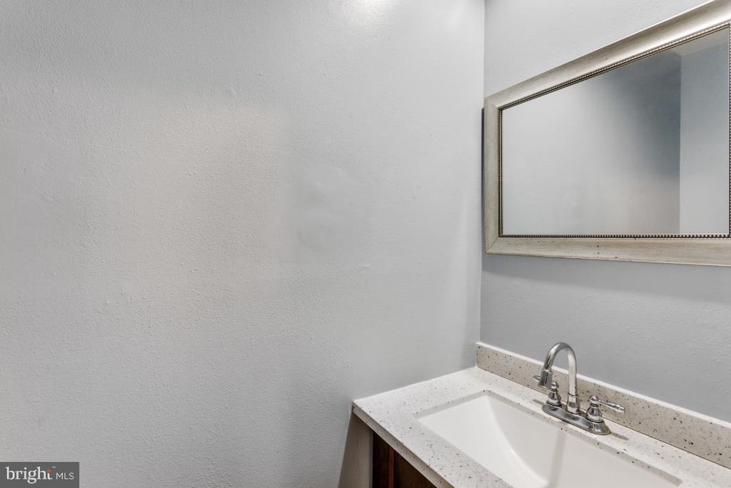 Half Bath First Floor - 14712 MCKNEW RD, BURTONSVILLE
