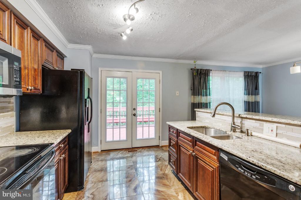 Updated Kitchen - 14712 MCKNEW RD, BURTONSVILLE