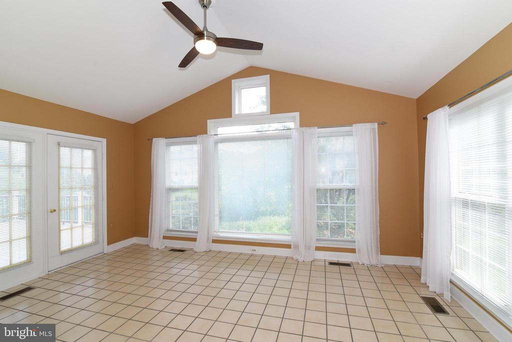 Sunroom with Double doors to the Trex Deck - 21320 COMUS CT, ASHBURN