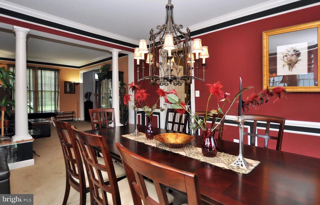 Crown moldings and chair railing in dining room. - 15305 LIONS DEN RD, BURTONSVILLE