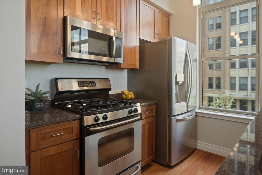 Stainless steel appliances! - 1205 N GARFIELD ST #408, ARLINGTON