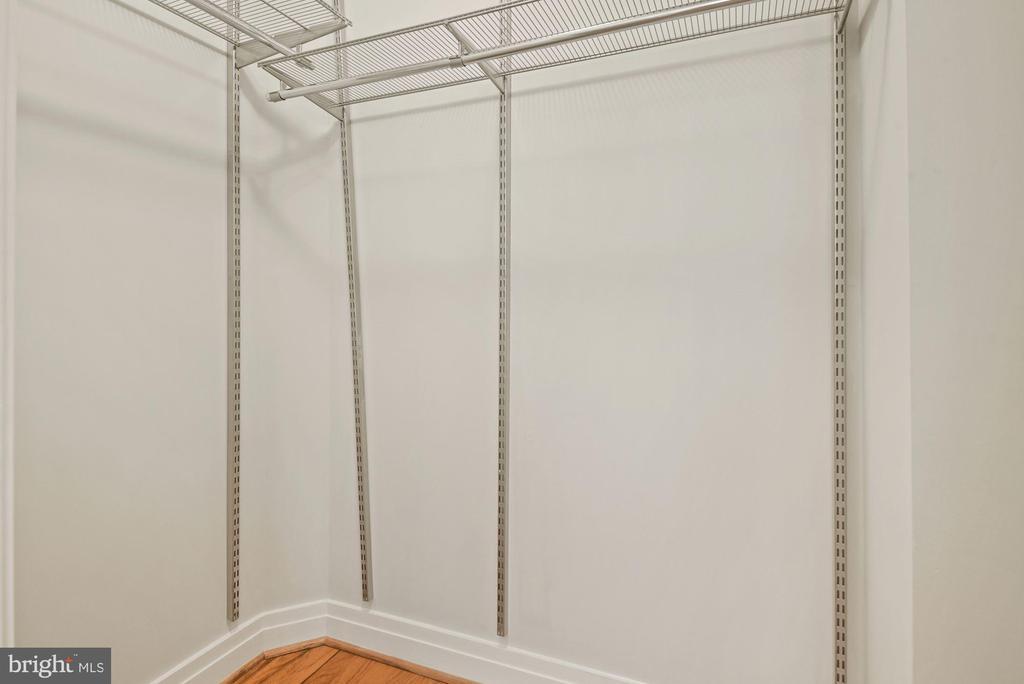 Walk-in closet - 1205 N GARFIELD ST #408, ARLINGTON