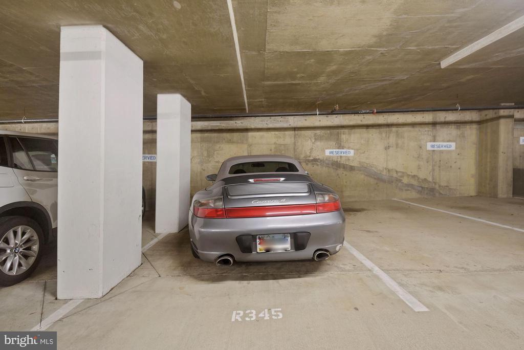 Garage parking conveys! - 1205 N GARFIELD ST #408, ARLINGTON