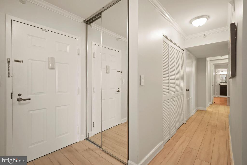 Entrance - 1600 N OAK ST #310, ARLINGTON