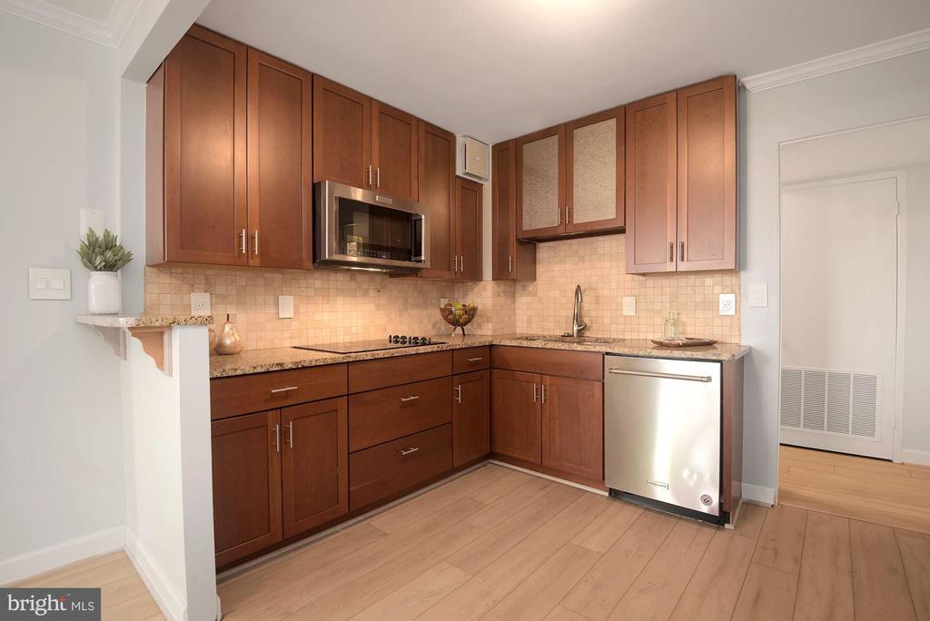 Gourmet kitchen - 1600 N OAK ST #310, ARLINGTON
