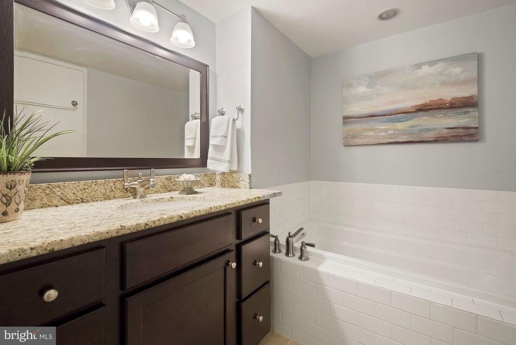 Primary bathroom with tub and separate shower - 1600 N OAK ST #310, ARLINGTON