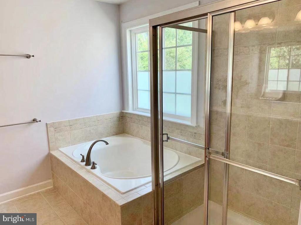 Master  bathroom - 18494 QUANTICO GATEWAY DR, TRIANGLE