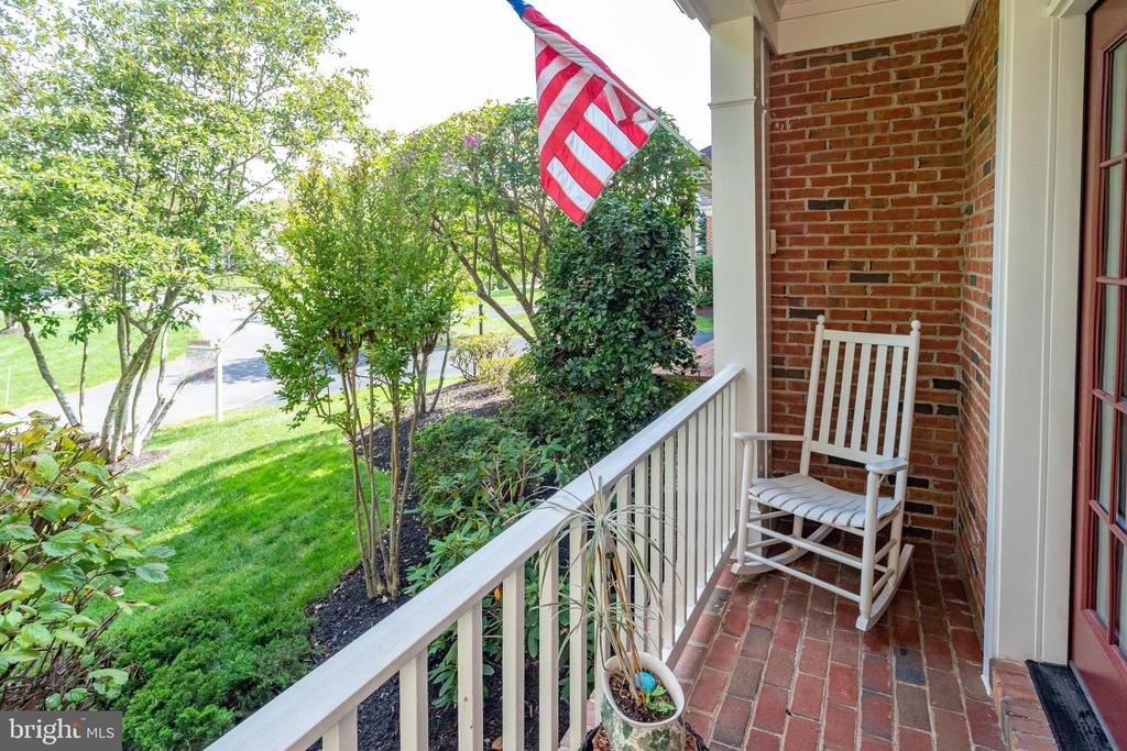 Nice private Porch out front off Dining Room - 25891 MCKINZIE LN, CHANTILLY