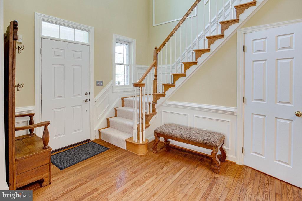 Front foyer - 25891 MCKINZIE LN, CHANTILLY
