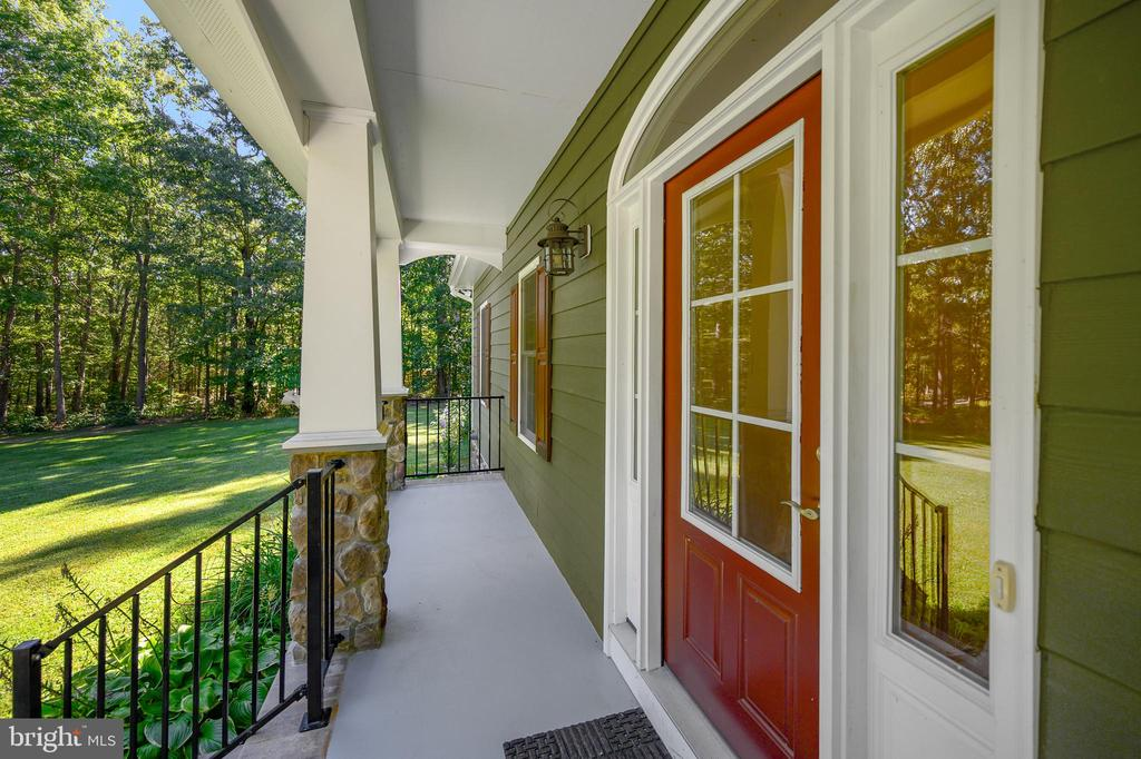 Incredible front porch with stone accents - 12812 ORANGE PLANK RD, LOCUST GROVE