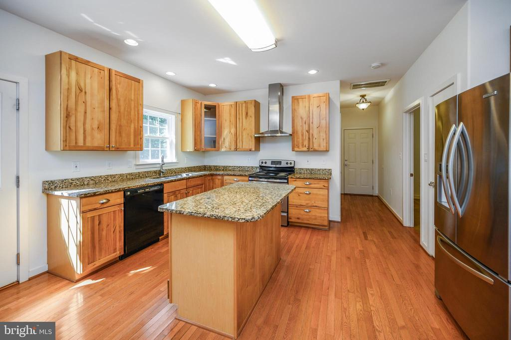 Fabulous Kitchen with island and pantry - 12812 ORANGE PLANK RD, LOCUST GROVE