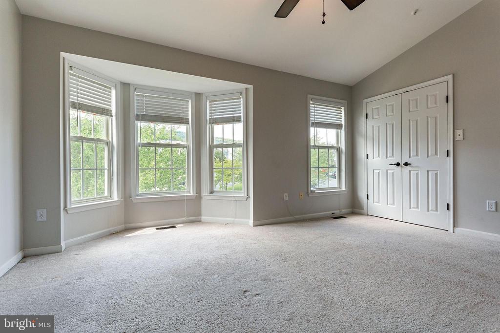Primary Bedroom w/Bay Window - 100 MOSER CIR, THURMONT