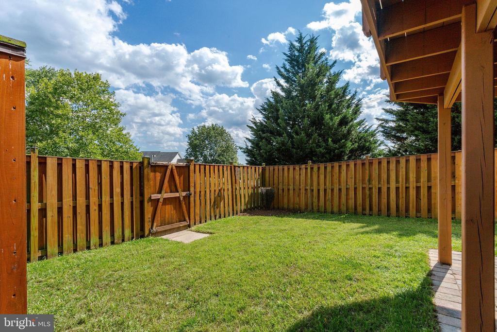 Fully Fenced Rear Yard - 100 MOSER CIR, THURMONT
