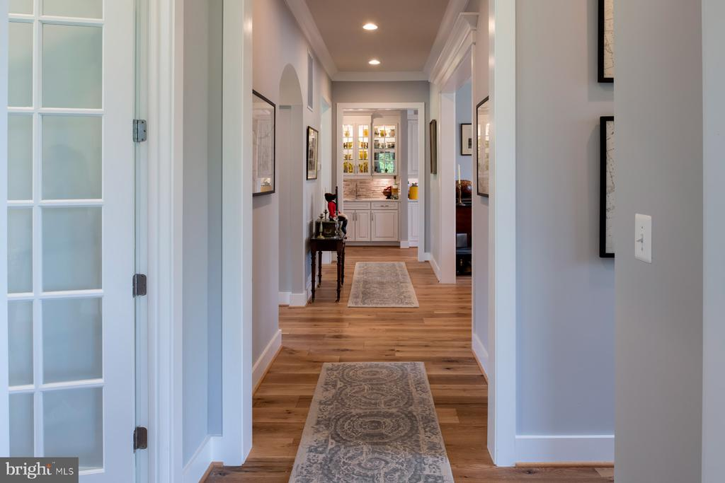 Gallery looking to opt. butler's pantry - 17711 AIRMONT RD, ROUND HILL