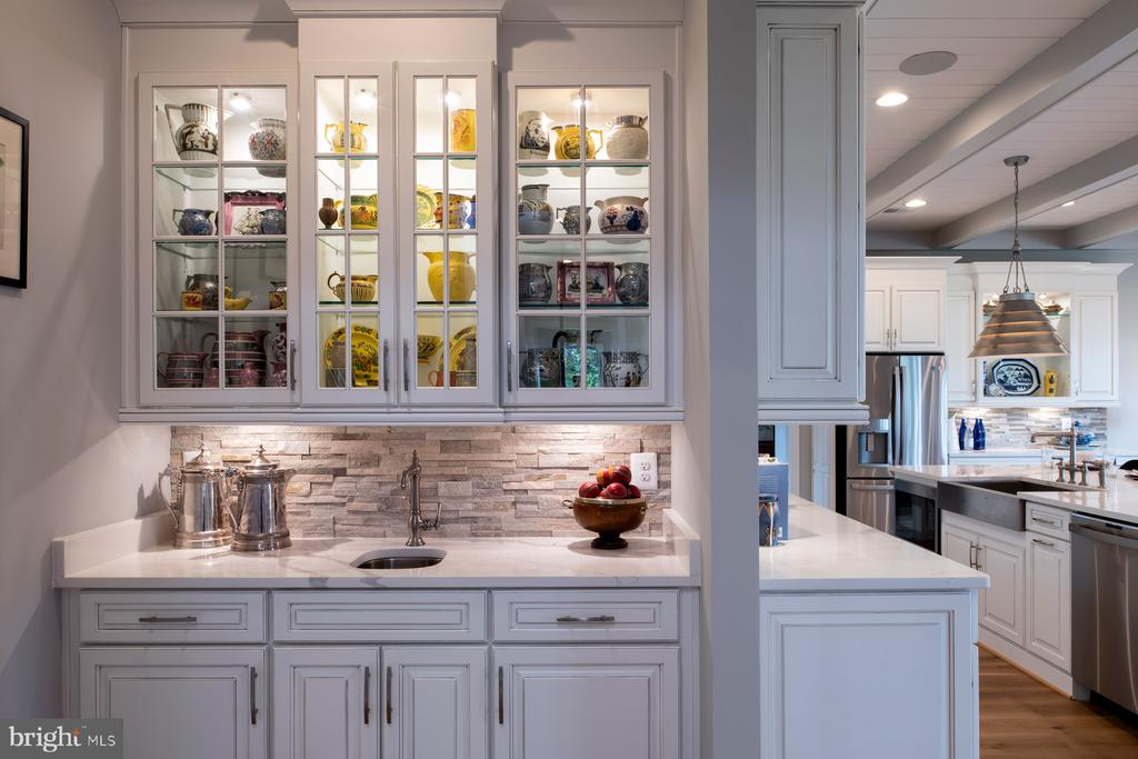 Opt. butler's pantry - 17711 AIRMONT RD, ROUND HILL