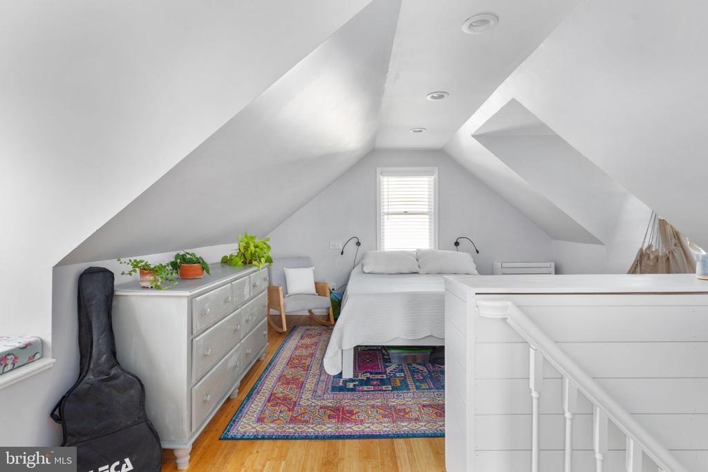 Upstairs / primary bedroom - 127 VIRGINIA AVE, BERRYVILLE