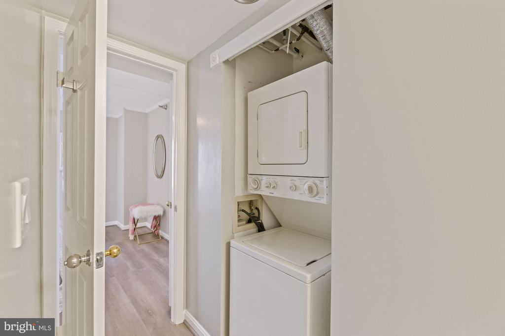 In-unit washer and dryer - 2400 CLARENDON BLVD #505, ARLINGTON