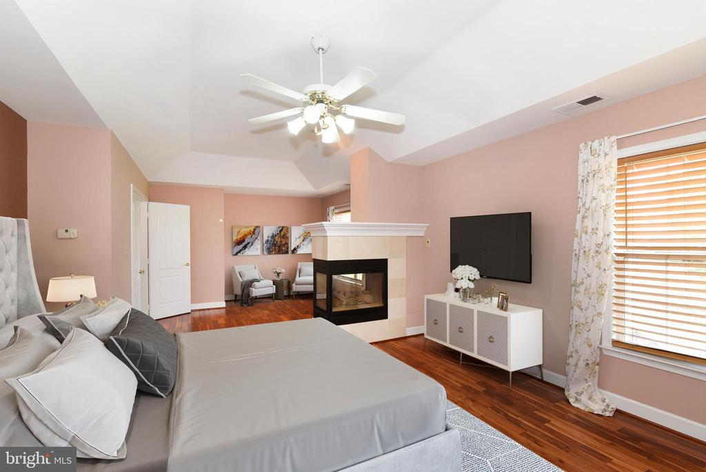 Primary Bedroom Hardwood Floors, tray ceiling - 21320 COMUS CT, ASHBURN
