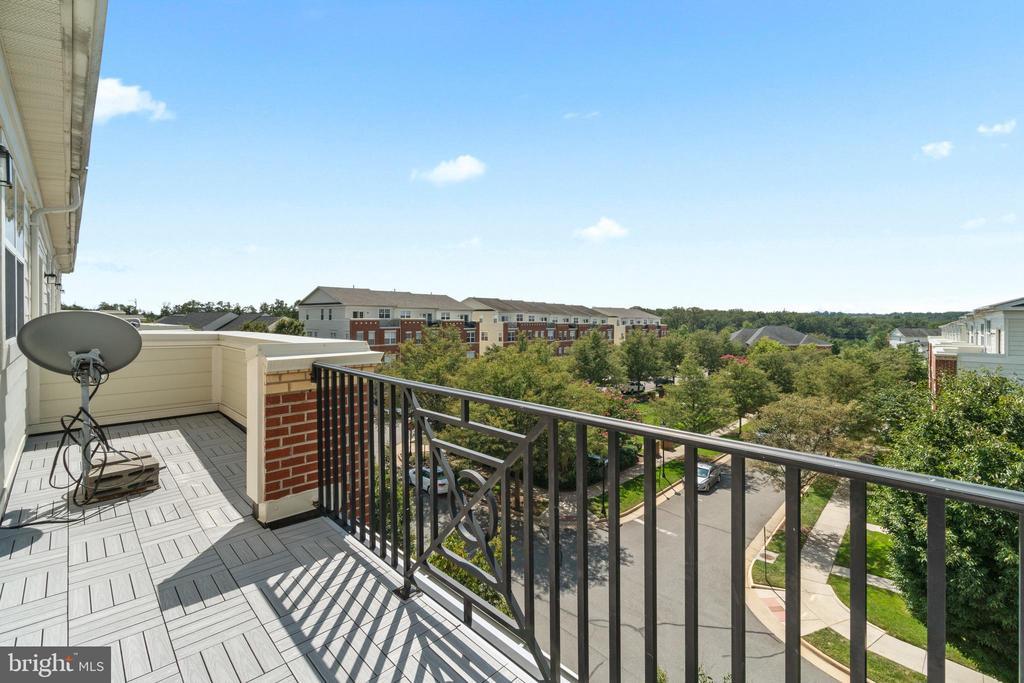 Balcony off Primary Suite overlooking Courtyard - 19406 COPPERMINE SQ, LEESBURG
