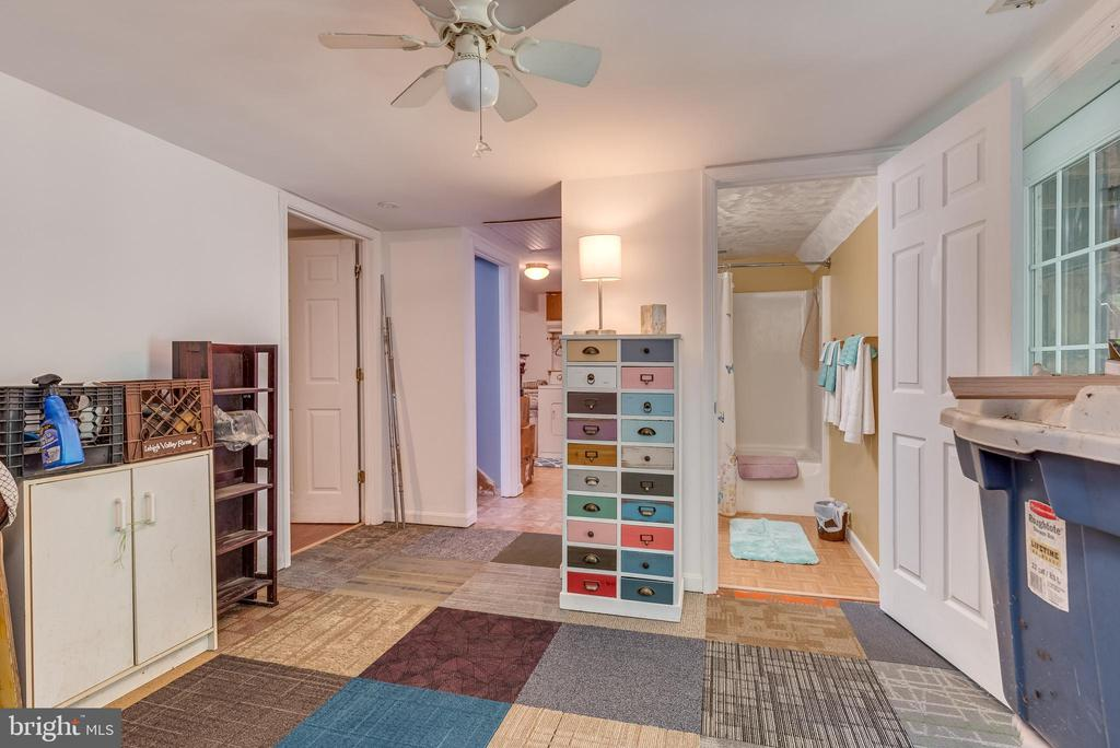- 87 SUNSET LN, HARPERS FERRY