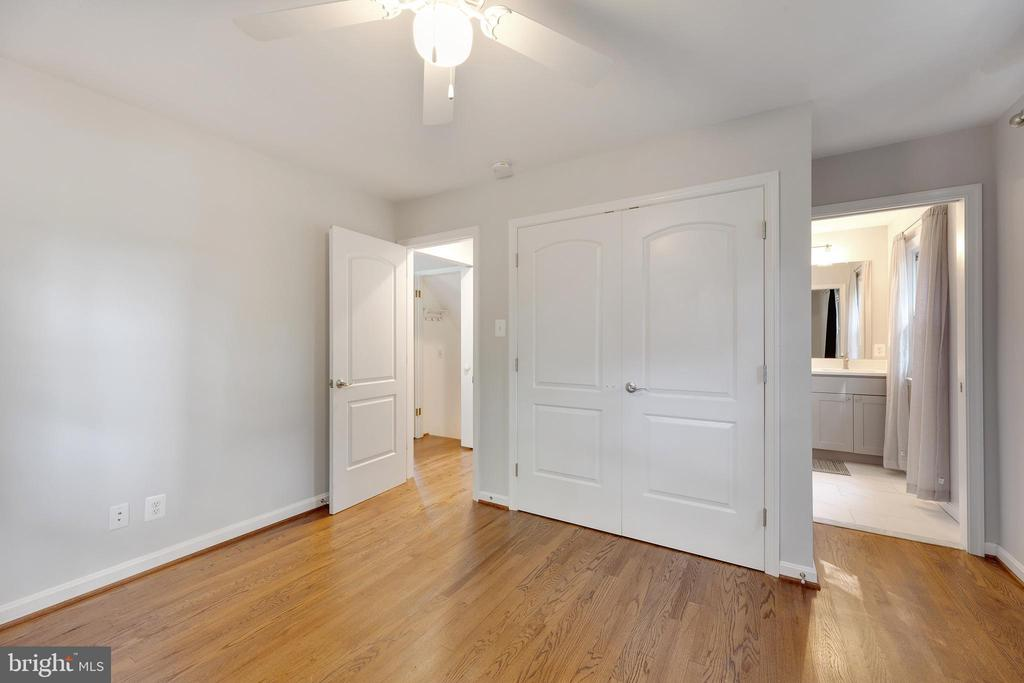 Main level primary bedroom - 4006 SPRUELL DR, KENSINGTON