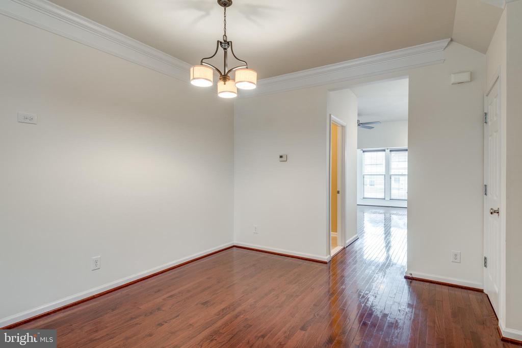 Dining Room w/Hardwood Floors and Chandelier - 42660 NEW DAWN TER, BRAMBLETON