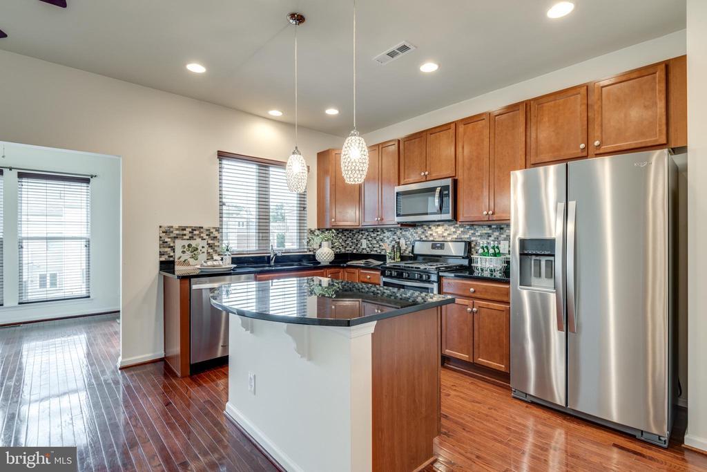 Gourmet Kitchen w/BRAND NEW Appliances - 42660 NEW DAWN TER, BRAMBLETON