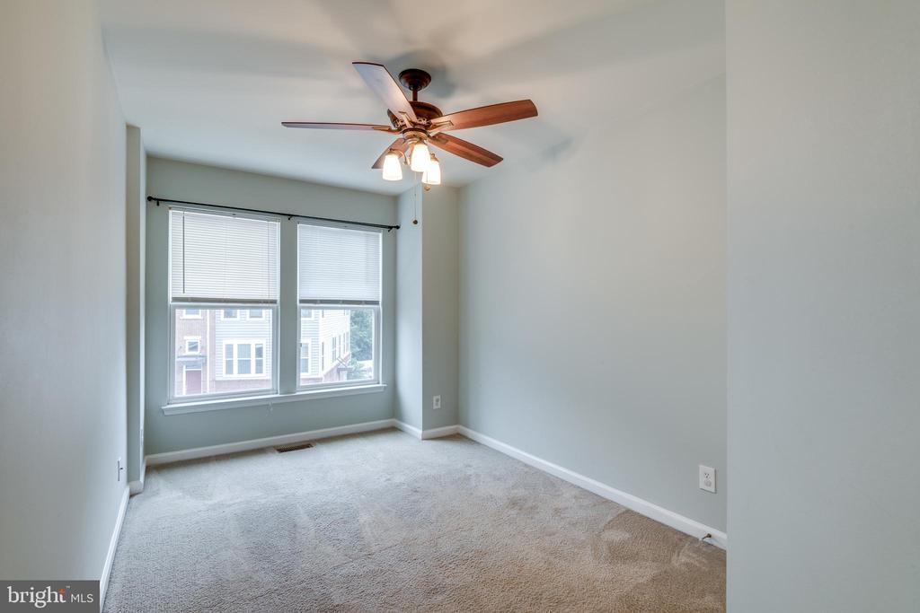 Upper Level  3rd Bedroom w/Box Window  Extension - 42660 NEW DAWN TER, BRAMBLETON