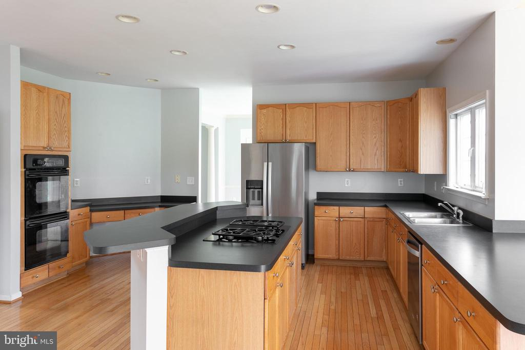Double Oven and lots of cabinet space - 348 RUDDER ROAD, SHEPHERDSTOWN