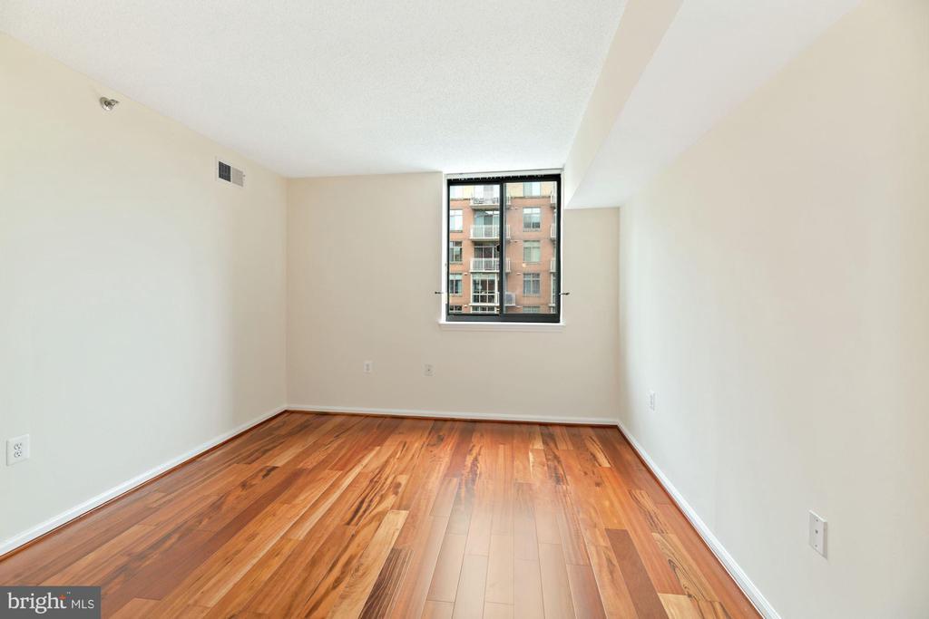 Bedroom - Newer Windows (w/in last 5 years)! - 1001 N RANDOLPH ST #604, ARLINGTON