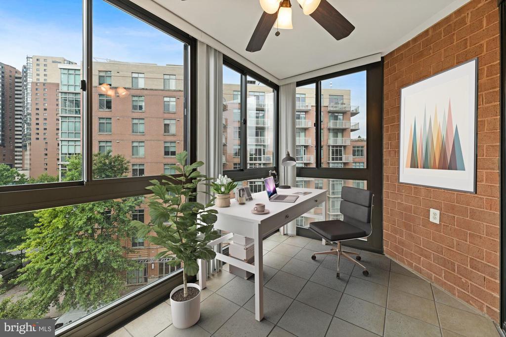 Sunroom - Makes for a Great Home Office! - 1001 N RANDOLPH ST #604, ARLINGTON