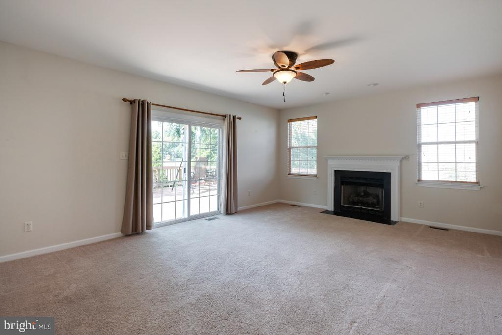 Family Room on The Main Level! - 513 EWELL CT, BERRYVILLE