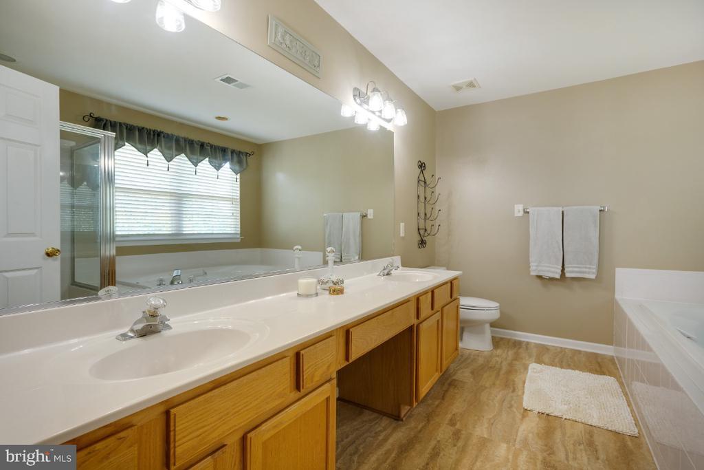 Primary Bathroom w/ Double Vanity! - 513 EWELL CT, BERRYVILLE