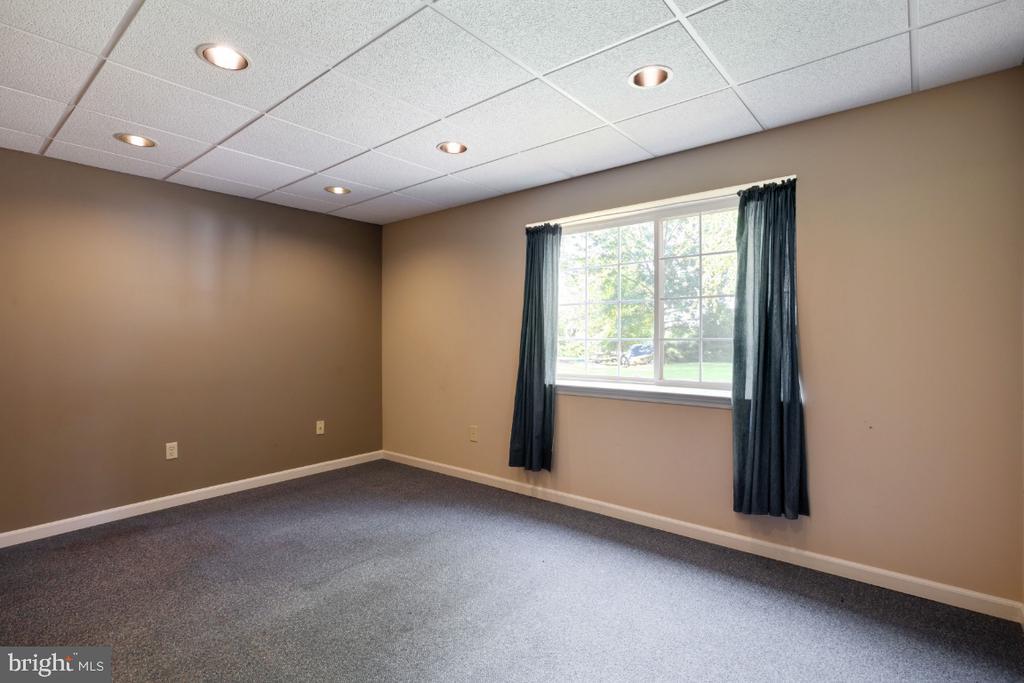 5th Bedroom or Den w/ Window ! - 513 EWELL CT, BERRYVILLE