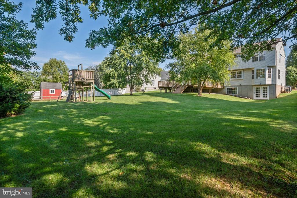 Offers Lovely Landscaping & Mature Trees! - 513 EWELL CT, BERRYVILLE