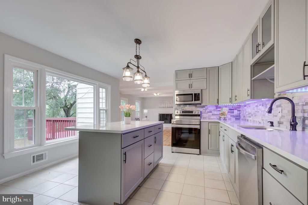 AMAZING  COMPLELTELY UPDATED KITCHEN IN 2021 - 13832 TURNMORE RD, SILVER SPRING
