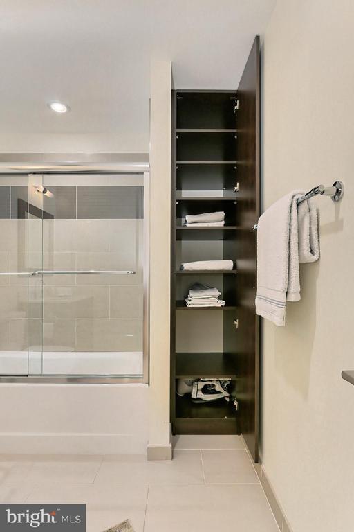 Linen storage - 1700 N CLARENDON BLVD #123, ARLINGTON