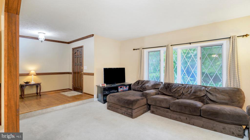 Living Room to Foyer - 2056 FARRAGUT DR, STAFFORD