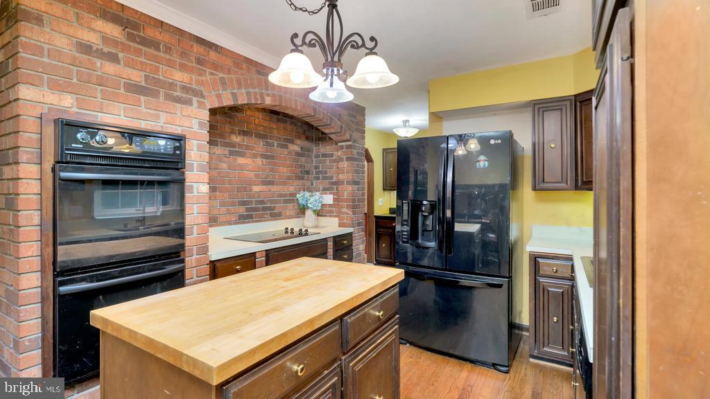 Center Island Kitchen w/Hardwood Floors - 2056 FARRAGUT DR, STAFFORD