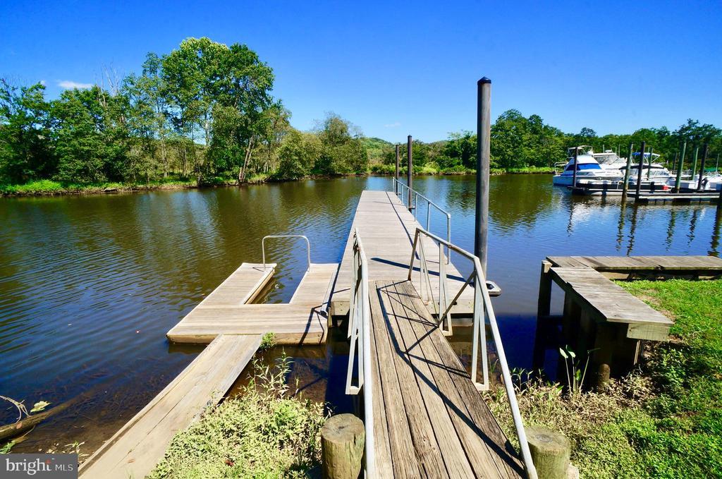 Fishing Pier & Kayak/Canoe Launch - 2056 FARRAGUT DR, STAFFORD