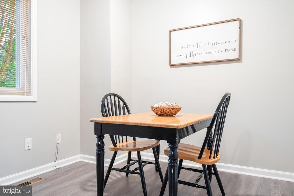 Cozy dining area with wooded views - 702 GILES PL, STERLING