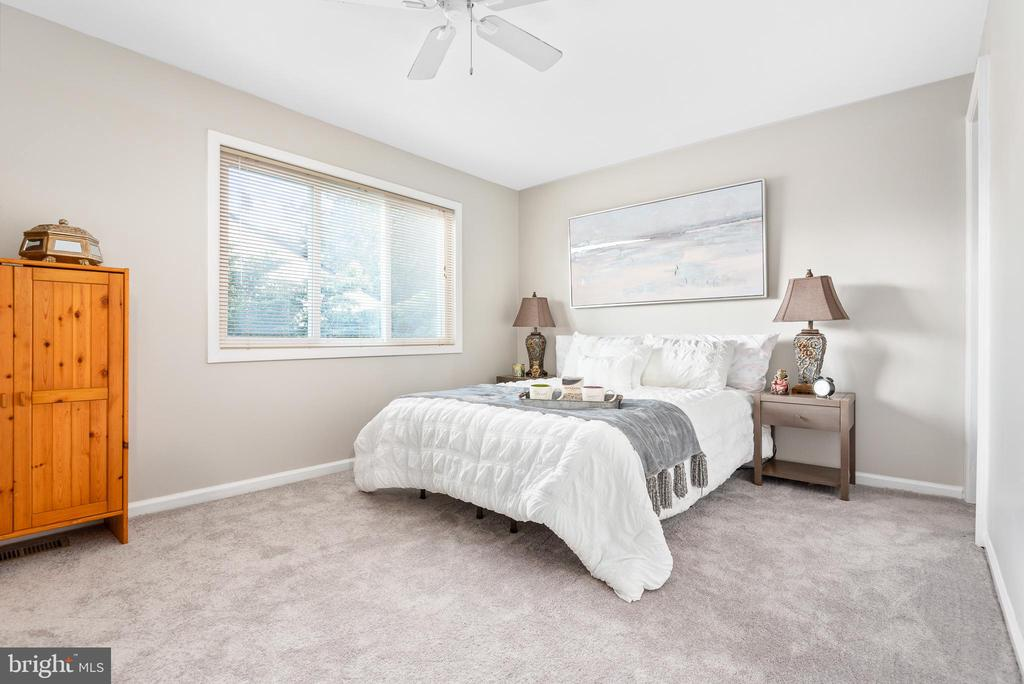 2 large bedrooms on the upper level - 702 GILES PL, STERLING