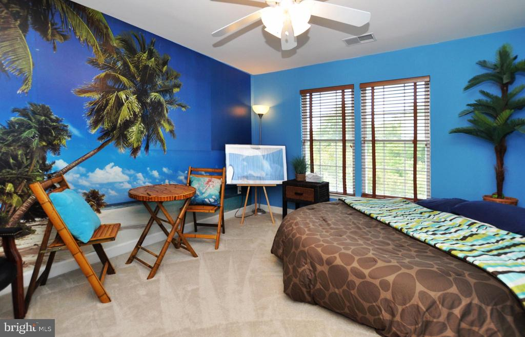 Third bedroom with lighted ceiling fan. - 15305 LIONS DEN RD, BURTONSVILLE