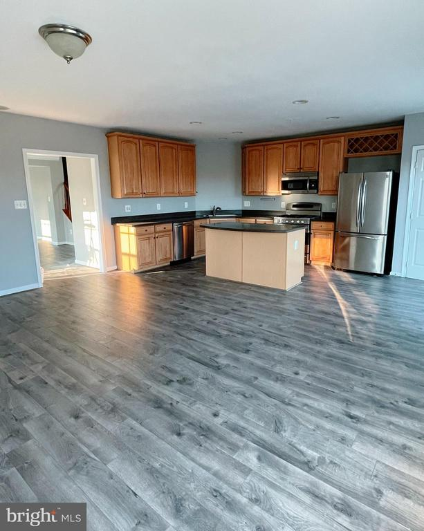 Kitchen with breakfast area. - 43523 MAHALA ST, LEESBURG