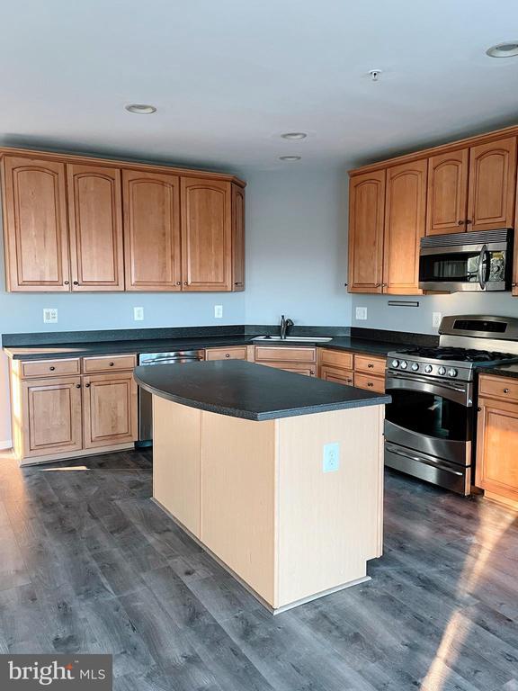 Kitchen island - 43523 MAHALA ST, LEESBURG
