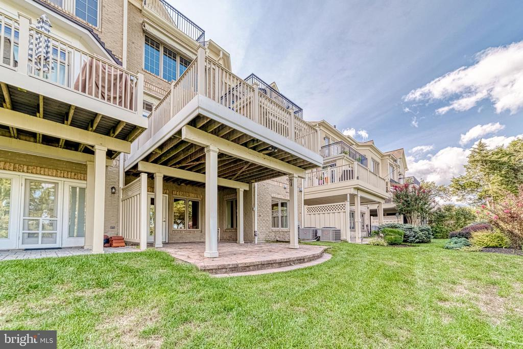 Walk out to paver patio - 18362 FAIRWAY OAKS SQ, LEESBURG