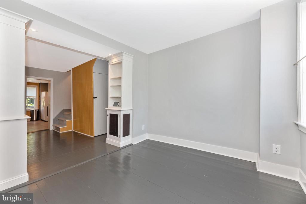 Living Room - 24 S COURT, THRU 26 ST, FREDERICK
