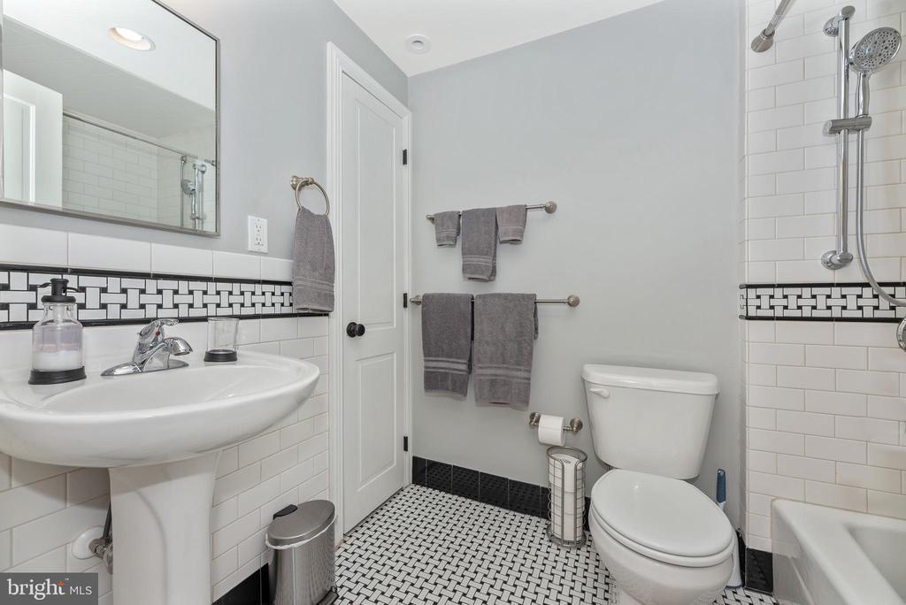 Full Bathroom 26 - 24 S COURT, THRU 26 ST, FREDERICK